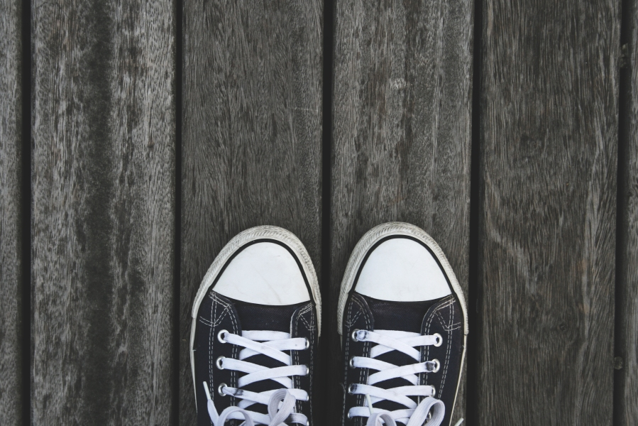 chaussures sur parquet