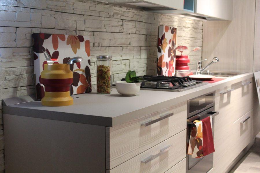 Que trouve-t-on dans une cuisine équipée?