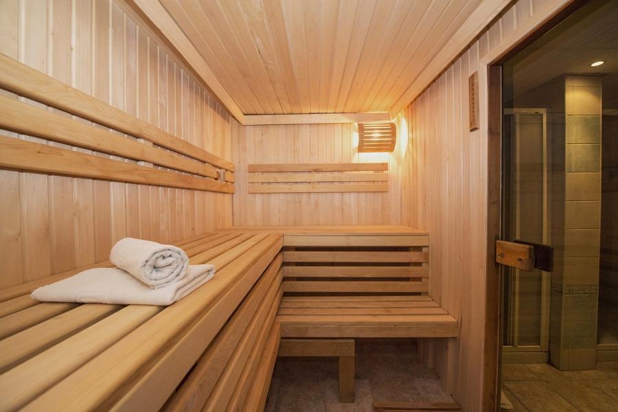 sauna avec serviettes