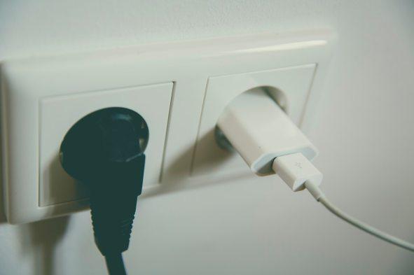 2 prises electriques