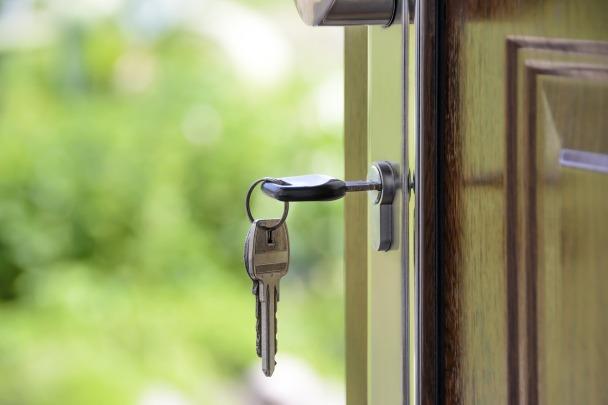 clés dans serrure
