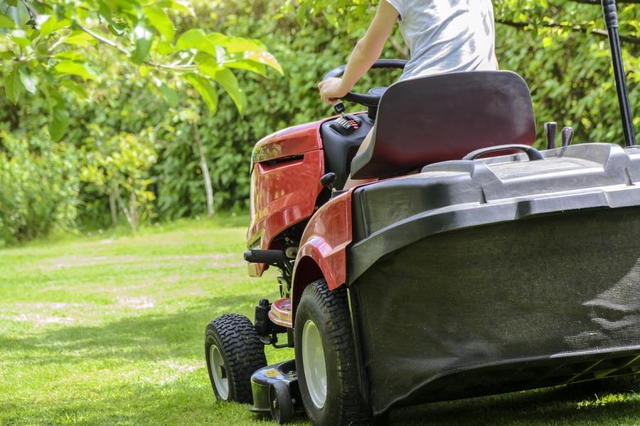 Les tracteurs tondeuses: pour entretenir rapidement sonjardin