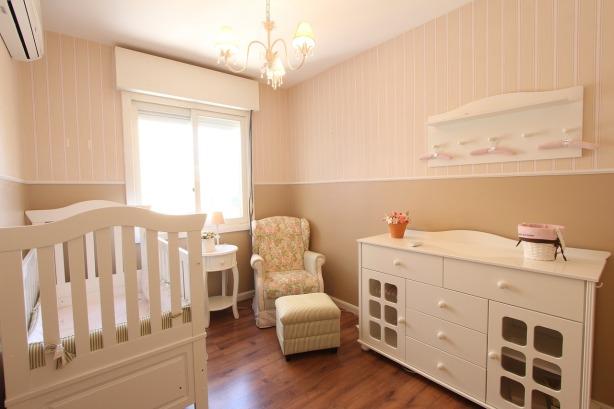 chambre bébé avec fauteuil