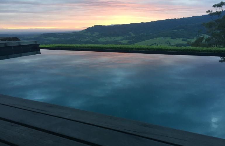 piscine à débordement et nature