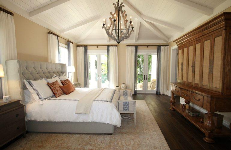 grande chambre et lit
