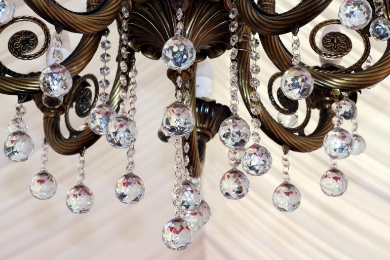 chandelier-1521276_1280