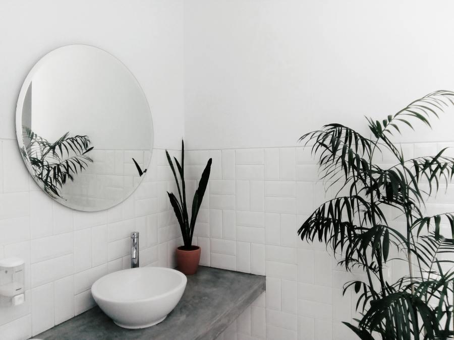 Comment bien décorer son coin douche?