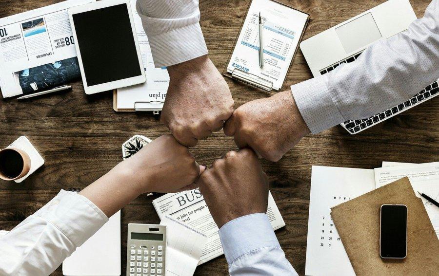 Comment les professionnels du bâtiment communiquent-ils pour avoir de nouveaux clients?