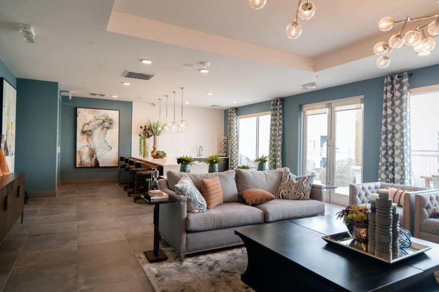 Comment créer une ambiance cocooning dans son salon?